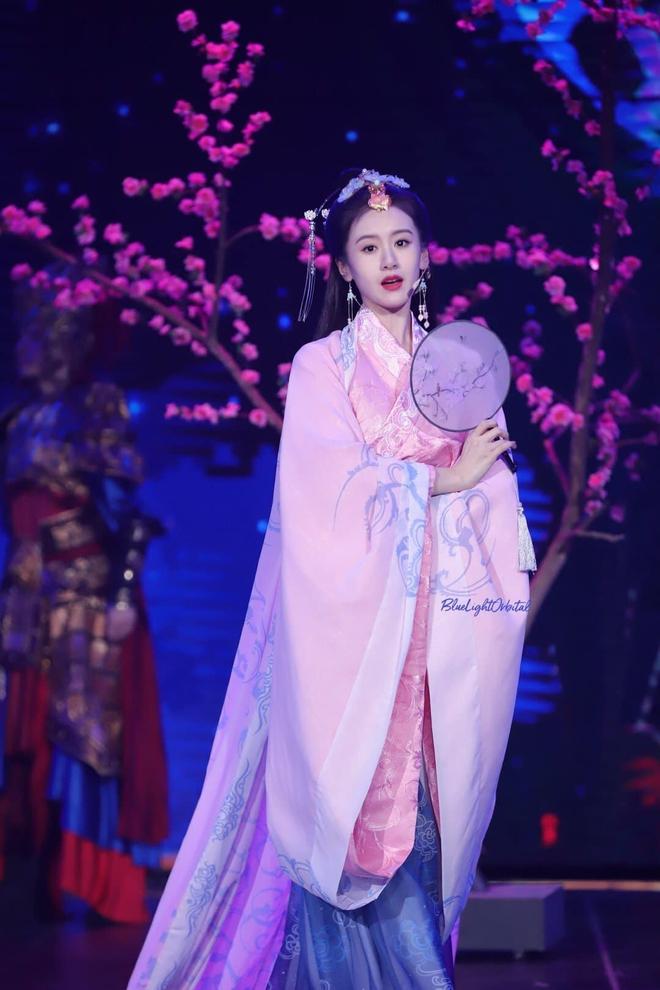Hội bạn gái Thành Nghị đua nhau hóa Tứ đại mỹ nhân xứ Trung ai cũng xinh nức nở - ảnh 2