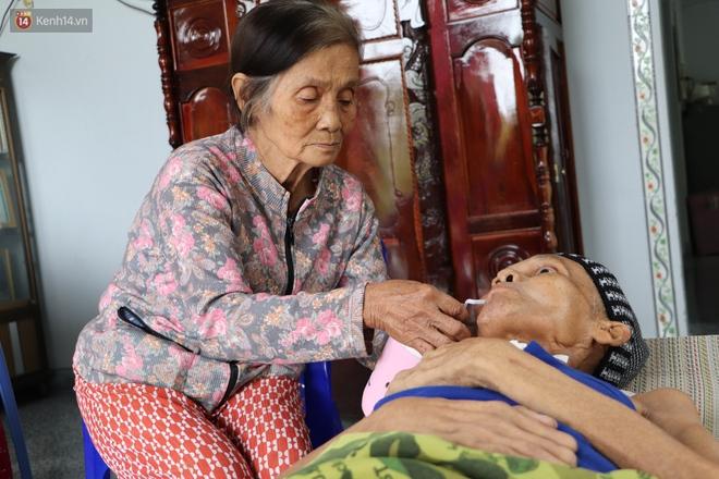 Xót cảnh cụ bà chăm chồng lở loét khắp người, muốn đưa đi viện nhưng không đủ chi phí: Ổng chỉ mong chết đi cho bà bớt khổ - Ảnh 8.