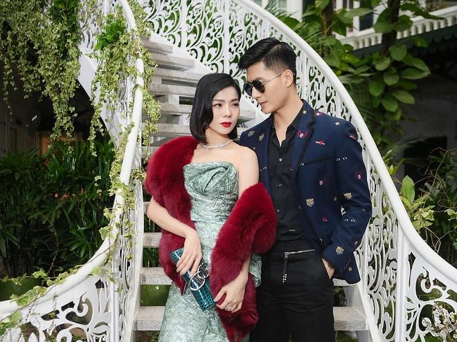 Soi hint hẹn hò của Lệ Quyên và Lâm Bảo Châu: Kè kè như hình với bóng từ đi du lịch đến dự sự kiện, còn rắc thính ngọt lịm trên MXH - ảnh 4