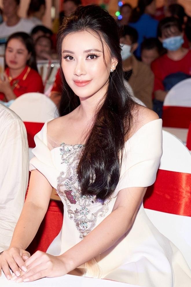 Dàn hậu tưng bừng tụ họp mừng sinh nhật Lê Âu Ngân Anh, Á hậu Kim Duyên chiếm sóng vì gương mặt khác lạ - Ảnh 3.