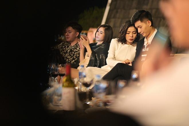 """Lâm Bảo Châu đăng ảnh nắm tay và tựa đầu vào """"ai kia"""", netizen soi ngay ra chi tiết chứng minh đó là Lệ Quyên - ảnh 4"""