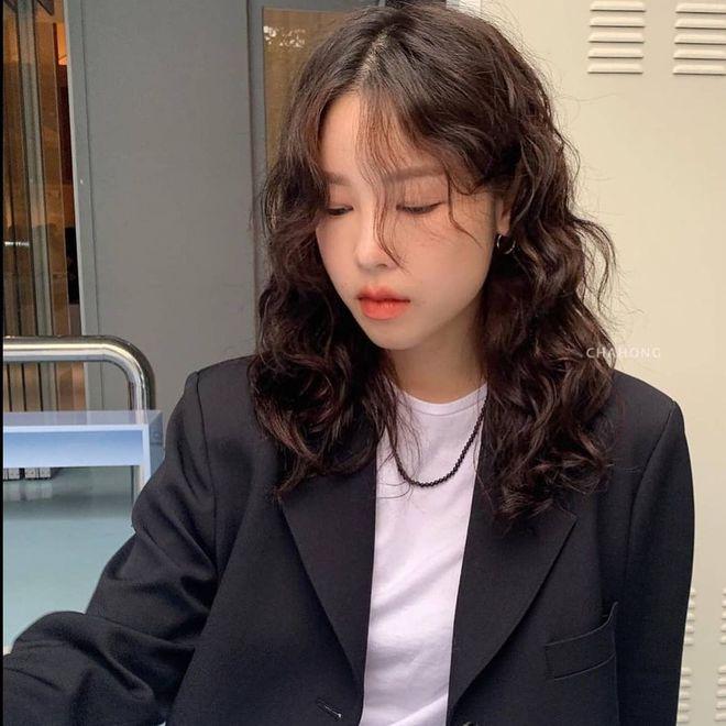 """Lần đầu uốn tóc xoăn tít khó nhằn đã """"gây sốt"""", Jisoo còn tạo trend tóc """"hot hit"""" cho 2021 luôn - ảnh 6"""