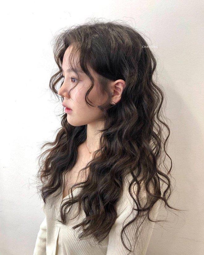 """Lần đầu uốn tóc xoăn tít khó nhằn đã """"gây sốt"""", Jisoo còn tạo trend tóc """"hot hit"""" cho 2021 luôn - ảnh 7"""