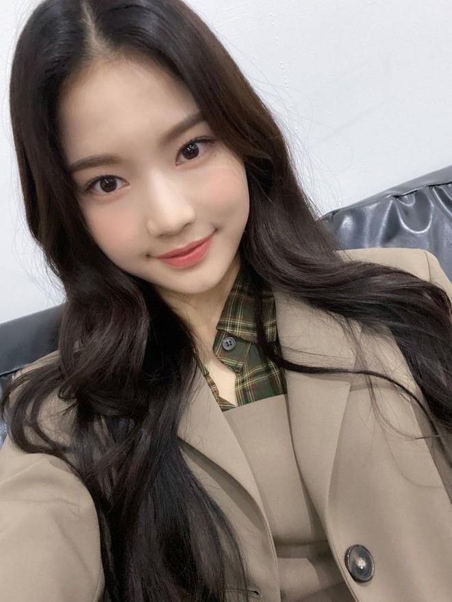 Thành viên girlgroup đẹp át cả báu vật nhà SM đúng là fangirl hiếm có: Năm nào bẽn lẽn bên Hyuna, giờ đã là đồng nghiệp của idol - ảnh 7