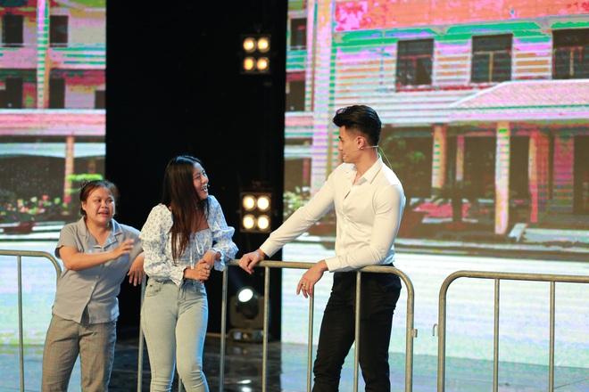 Táo Xuân 2021: Siêu mẫu Vĩnh Thụy mặc sơ mi trắng, cực đắt slot chụp hình cùng nghệ sĩ - ảnh 7