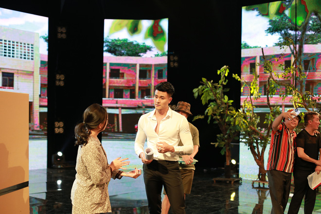 Táo Xuân 2021: Siêu mẫu Vĩnh Thụy mặc sơ mi trắng, cực đắt slot chụp hình cùng nghệ sĩ - ảnh 9