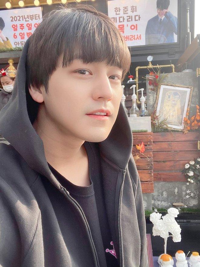 Kim Bum đã 32 tuổi còn đóng sinh viên năm nhất, netizen vẫn nức nở khen vì quá trẻ trung - ảnh 4