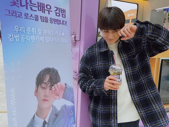 Kim Bum đã 32 tuổi còn đóng sinh viên năm nhất, netizen vẫn nức nở khen vì quá trẻ trung - ảnh 1