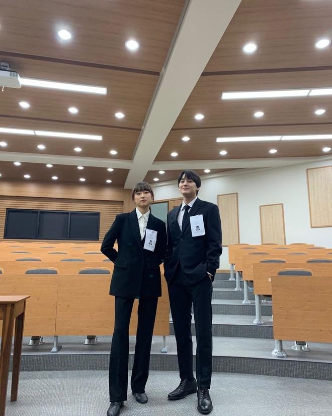 Kim Bum đã 32 tuổi còn đóng sinh viên năm nhất, netizen vẫn nức nở khen vì quá trẻ trung - ảnh 7