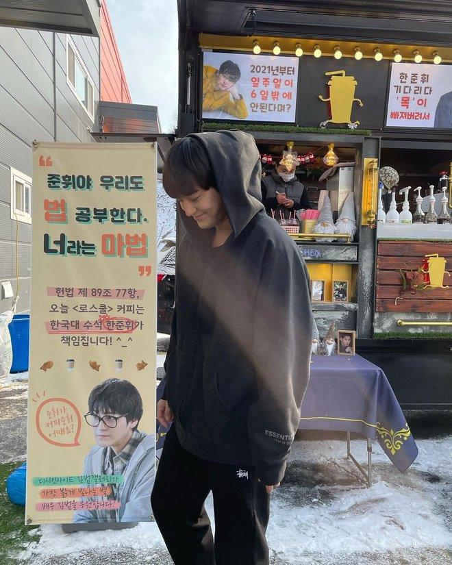 Kim Bum đã 32 tuổi còn đóng sinh viên năm nhất, netizen vẫn nức nở khen vì quá trẻ trung - ảnh 6