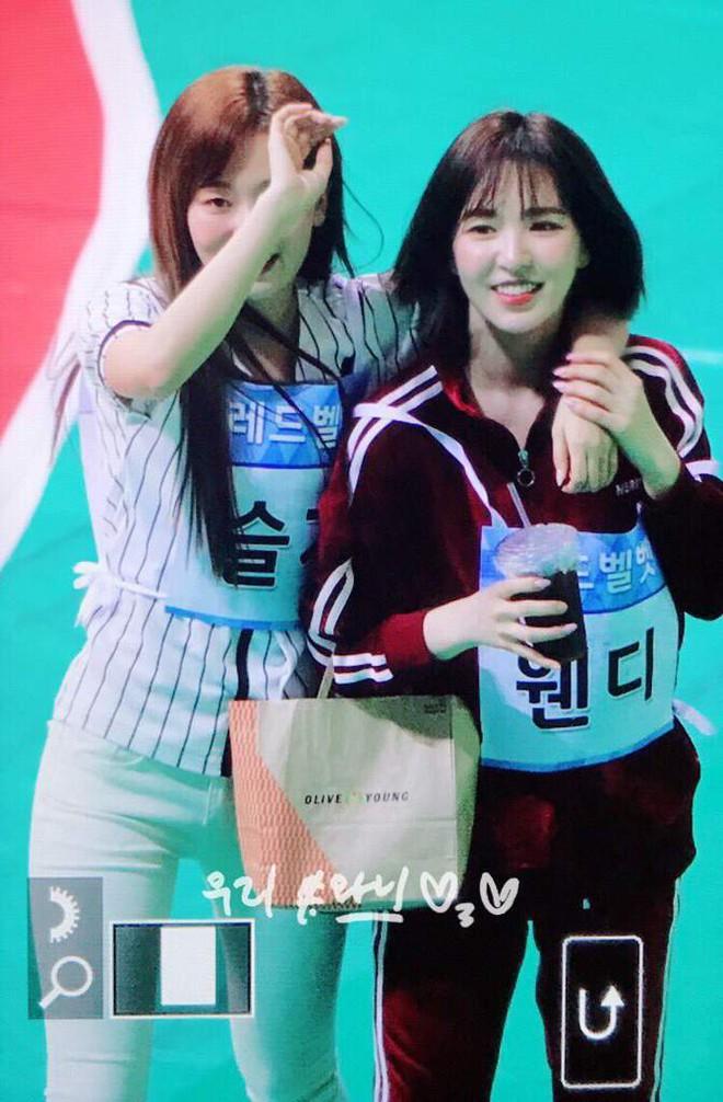 Choáng trước cặp đôi công khai hẹn hò tình tứ tại Đại hội thể thao idol Kpop, giờ sự thật đằng sau mới được hé lộ - ảnh 2