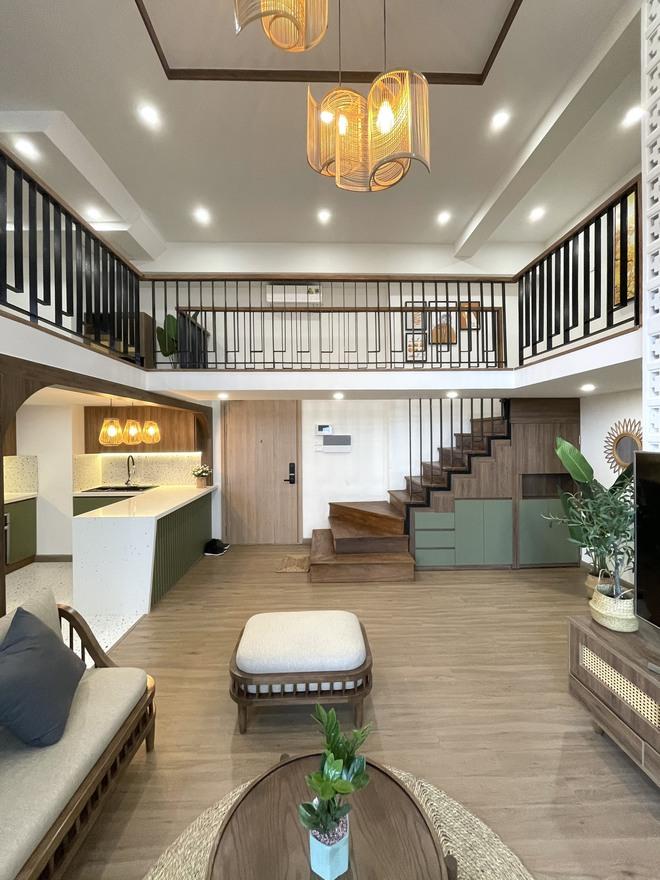 """Căn hộ 70m2 được """"hô biến"""" thành nhà duplex hết 1,3 tỷ, nội thất không cầu kì nhưng vẫn đẹp mê - Ảnh 1."""