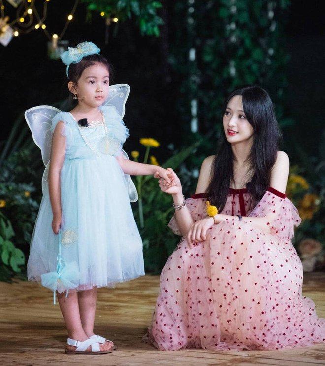 Trịnh Sảng bị netizen chỉ trích giả tạo khi đòi bỏ con mình nhưng lại lên show chăm sóc con nhà người ta - ảnh 6