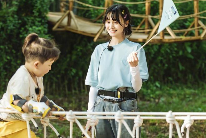 Trịnh Sảng bị netizen chỉ trích giả tạo khi đòi bỏ con mình nhưng lại lên show chăm sóc con nhà người ta - ảnh 8