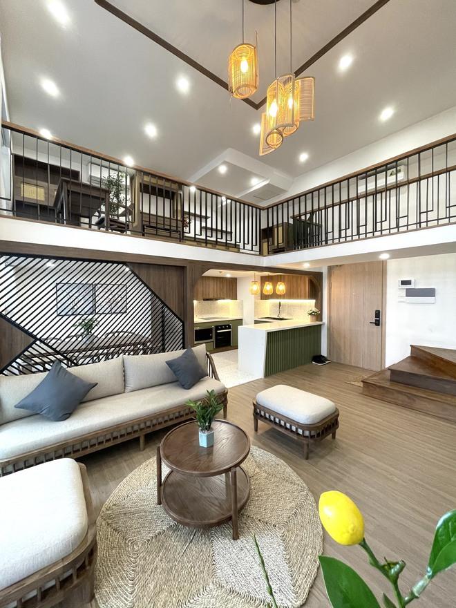 """Căn hộ 70m2 được """"hô biến"""" thành nhà duplex hết 1,3 tỷ, nội thất không cầu kì nhưng vẫn đẹp mê - Ảnh 2."""