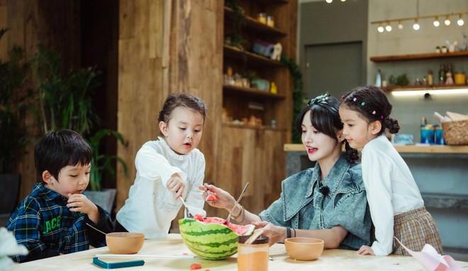 Trịnh Sảng bị netizen chỉ trích giả tạo khi đòi bỏ con mình nhưng lại lên show chăm sóc con nhà người ta - ảnh 7