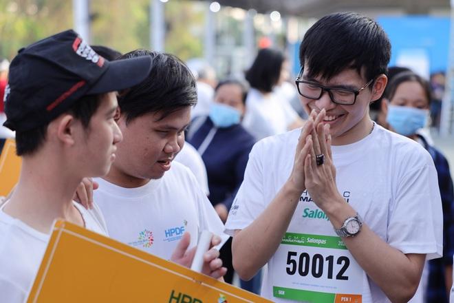 TP.HCM: Ấm áp đường chạy marathon dành riêng cho người khuyết tật và nạn nhân chiến tranh - Ảnh 2.