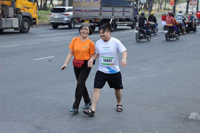 TP.HCM: Ấm áp đường chạy marathon dành riêng cho người khuyết tật và nạn nhân chiến tranh - Ảnh 5.