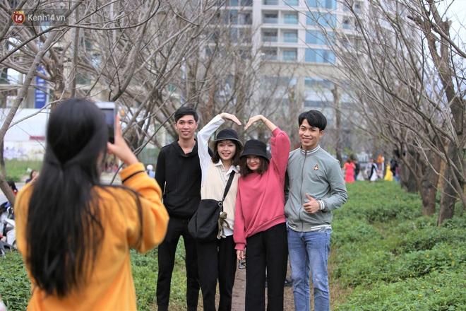 Người dân đổ xô đến check in con đường mùa đông đẹp như trong phim Hàn ở Đà Nẵng - ảnh 4