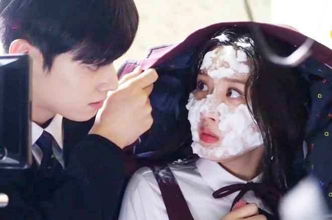 Góc tiên tri: Chỉ một bức hình biết ngay Moon Ga Young chắc cốp về bên bad boy True Beauty? - ảnh 1