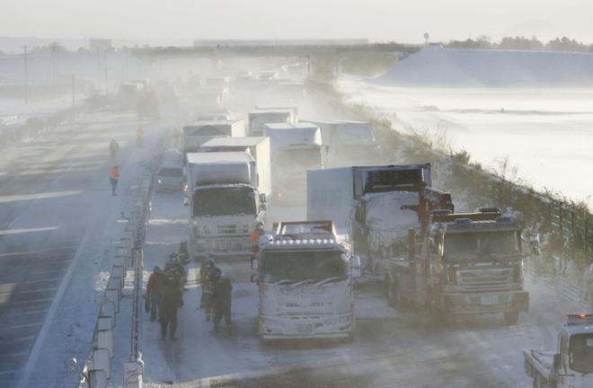 Nhật Bản: 134 ô tô lao vào nhau, 13 người thương vong - ảnh 2
