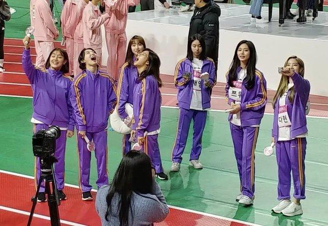 Choáng trước cặp đôi công khai hẹn hò tình tứ tại Đại hội thể thao idol Kpop, giờ sự thật đằng sau mới được hé lộ - ảnh 4
