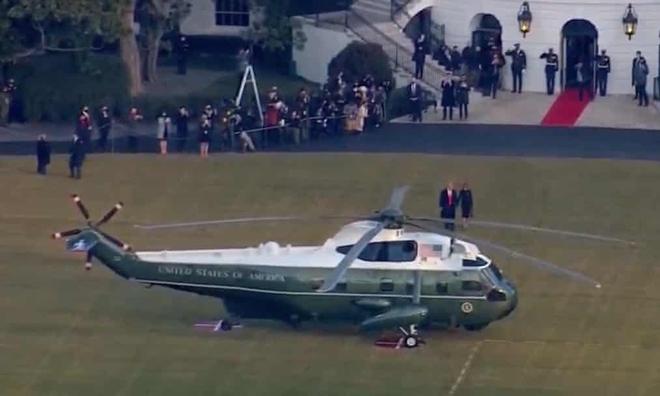 Những khoảnh khắc cuối cùng của ông Donald Trump trên cương vị Tổng thống Mỹ: Tươi cười, vẫy tay chào tạm biệt trước sự chứng kiến của gia đình - ảnh 5