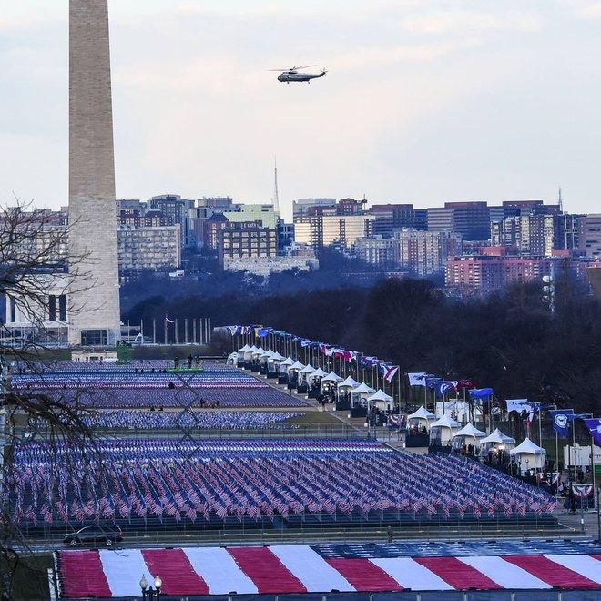 Ông Donald Trump lên máy bay, chính thức rời Nhà Trắng lần cuối dưới cương vị Tổng thống Mỹ - ảnh 2