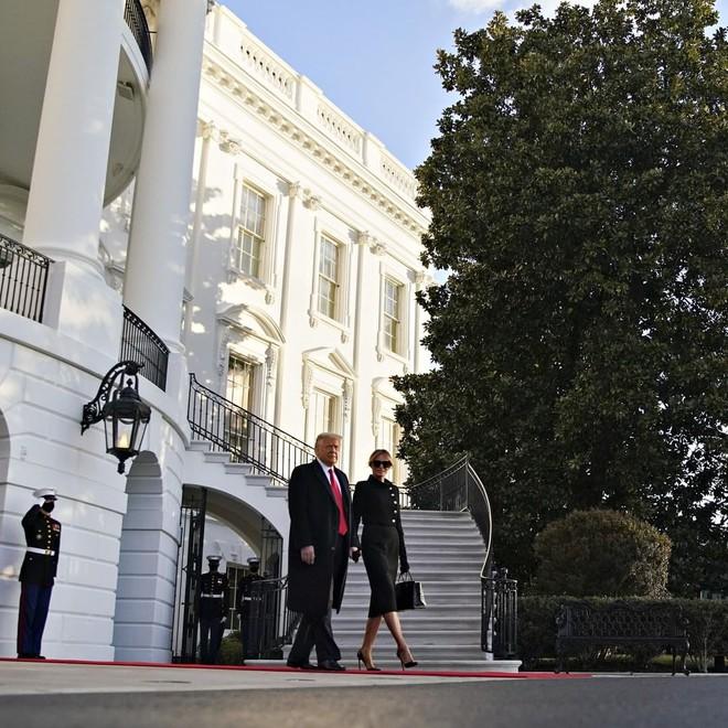 Ông Donald Trump lên máy bay, chính thức rời Nhà Trắng lần cuối dưới cương vị Tổng thống Mỹ - ảnh 5