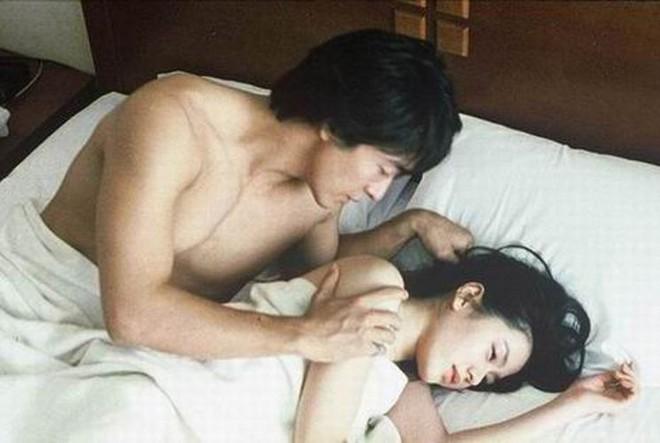 Son Ye Jin từng một thời đóng cảnh nóng đốt mắt, Hyun Bin mà xem chắc tức nổ đom đóm mắt đây! - ảnh 3