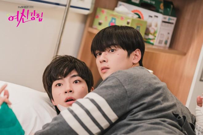Thiếu Moon Ga Young, Cha Eun Woo liền mạnh bạo đè Hwang In Yeop ngay trong tập 11 True Beauty - ảnh 3