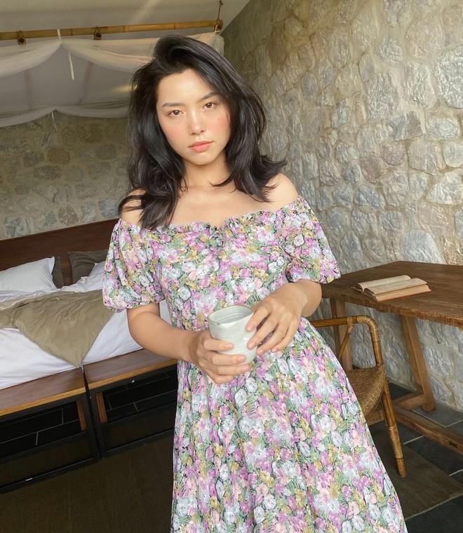 """""""Bản sao Hà Tăng"""" đích thị là chuyên gia diện váy với 5 kiểu cực trẻ xinh, tinh tế khiến chị em muốn sắm theo hết để mặc Tết - Ảnh 1."""