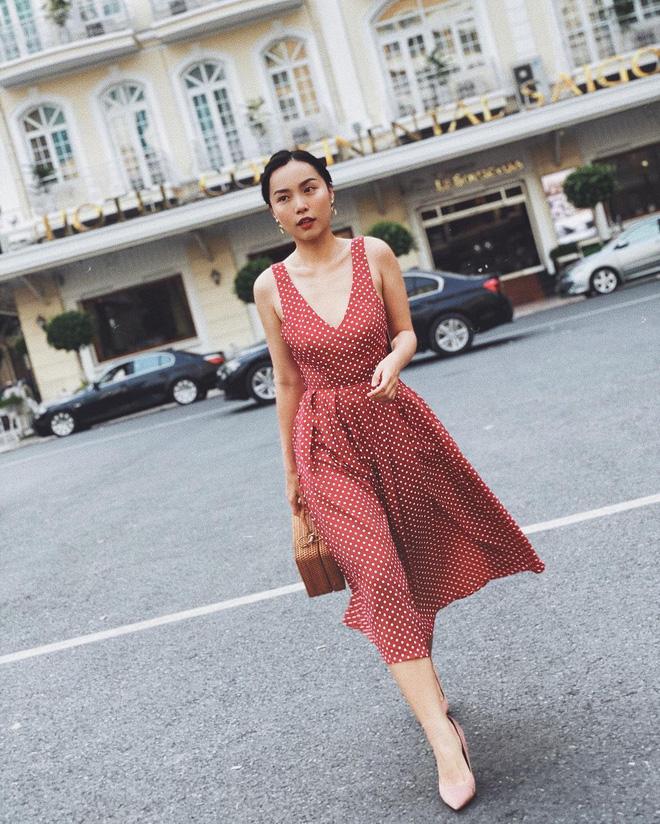 """""""Bản sao Hà Tăng"""" đích thị là chuyên gia diện váy với 5 kiểu cực trẻ xinh, tinh tế khiến chị em muốn sắm theo hết để mặc Tết - Ảnh 2."""