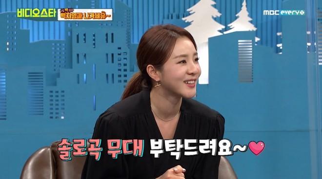 Dara (2NE1) khiến fan lo lắng khi lên sóng với cổ sưng to, liệu có liên quan bệnh về tuyến giáp? - ảnh 1