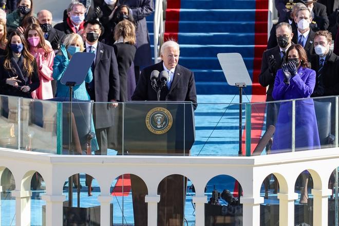 Ông Joe Biden tuyên thệ, chính thức trở thành Tổng thống Mỹ đời thứ 46 vào thời khắc khó khăn của lịch sử nước Mỹ - ảnh 1