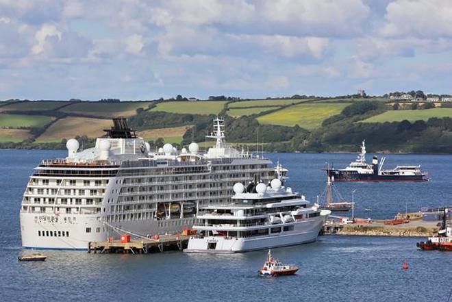 Choáng toàn tập với độ giàu có và cách tiêu tiền của những Hoàng gia giàu nhất thế giới: Hóa ra sở hữu siêu xe, du thuyền mới chỉ là mức cơ bản - ảnh 13