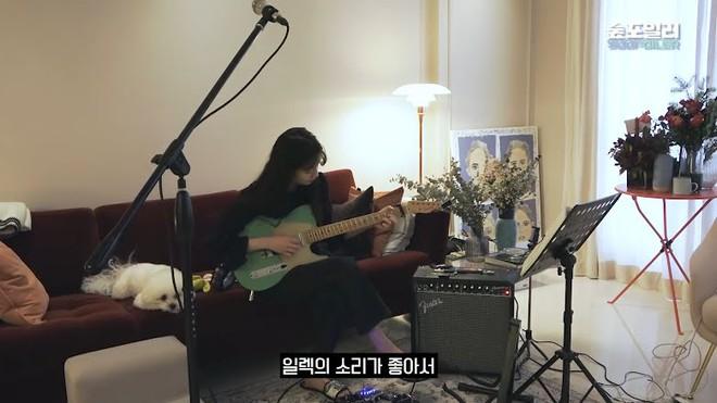 Suzy tung vlog mới, dân tình chỉ dán mắt vào gương mặt không son phấn đỉnh cao: Bảo sao được gọi là thánh mặt mộc - ảnh 1