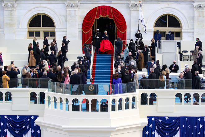 Khoảnh khắc Lady Gaga lên đồ lồng lộng, visual đỉnh cao trong lễ nhậm chức của Tổng thống Mỹ Joe Biden gây bão MXH - ảnh 7