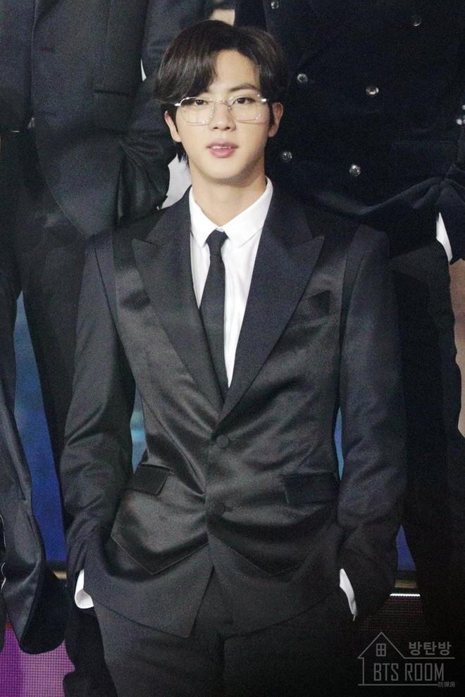 3 idol Kpop body chuẩn bạn trai nhà người ta chuẩn gu Hàn: Jin (BTS) vai rộng cực phẩm, 2 idol body tam giác ngược còn đỉnh hơn? - ảnh 2