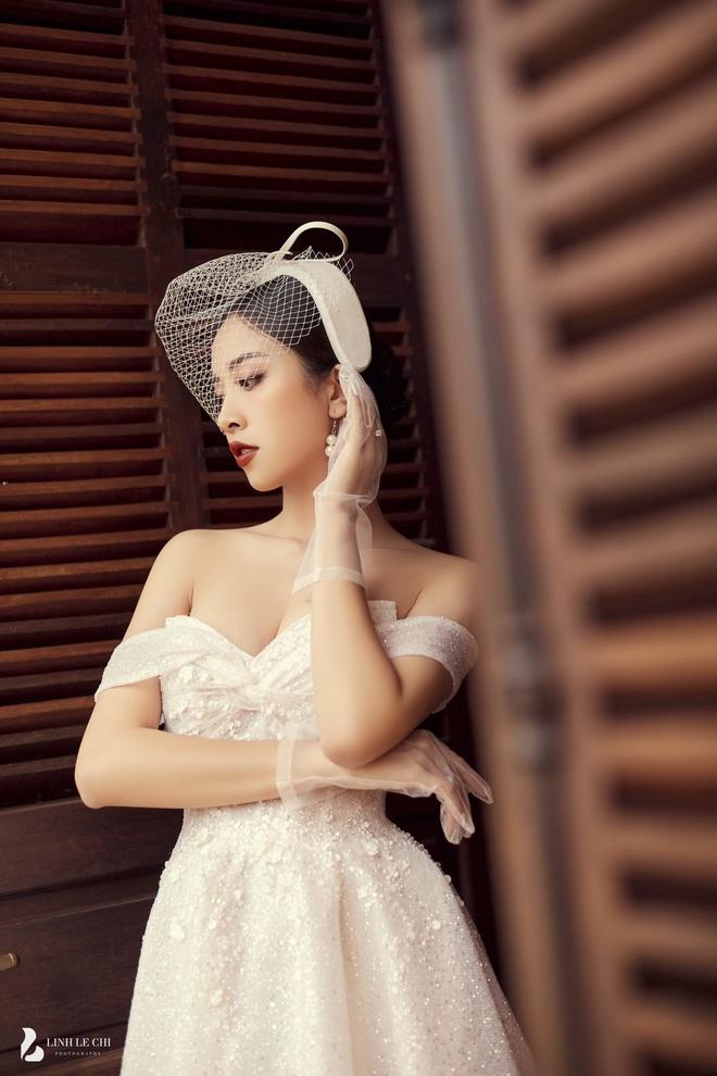 Á hậu Thuý An tung ảnh cưới lung linh trước thềm hôn lễ: Nhan sắc cô dâu đỉnh của chóp, e ấp bên chú rể hơn 12 tuổi! - ảnh 4