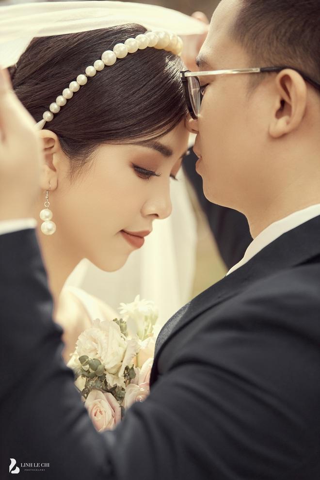 Á hậu Thuý An tung ảnh cưới lung linh trước thềm hôn lễ: Nhan sắc cô dâu đỉnh của chóp, e ấp bên chú rể hơn 12 tuổi! - ảnh 8