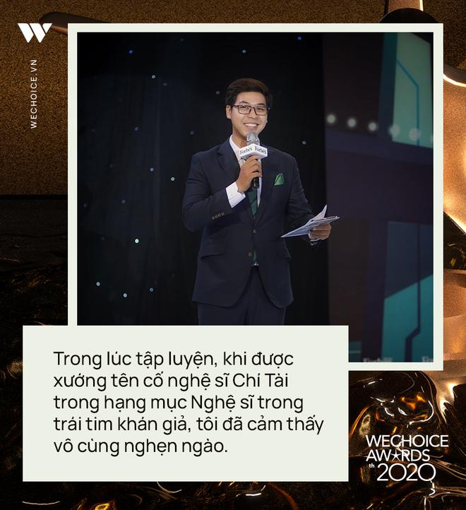 Phỏng vấn nóng MC Vĩnh Phú dẫn dắt đêm gala WeChoice 2020: Khi được xướng tên cố NS Chí Tài, tôi cảm thấy vô cùng nghẹn ngào - ảnh 6