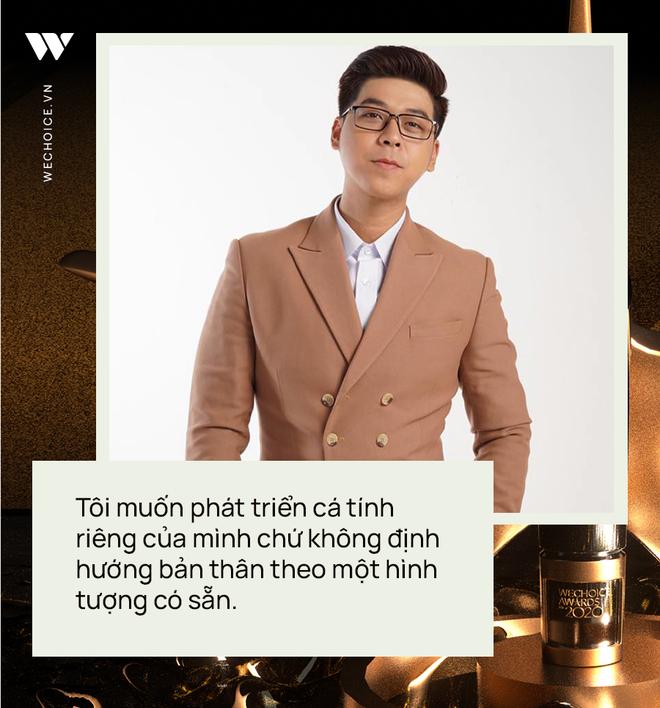 Phỏng vấn nóng MC Vĩnh Phú dẫn dắt đêm gala WeChoice 2020: Khi được xướng tên cố NS Chí Tài, tôi cảm thấy vô cùng nghẹn ngào - ảnh 8