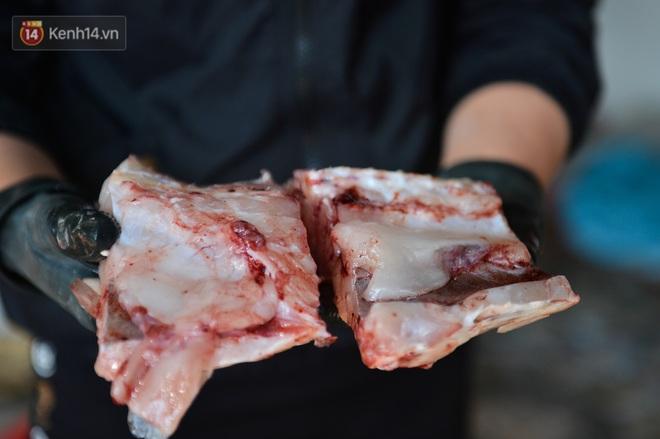 Sự kỳ công của người dân làng Vũ Đại để tạo ra nồi cá kho ngon nức tiếng: Chỉ cần sơ ý vài giây, nồi cá bạc triệu sẽ cháy thành than - ảnh 17