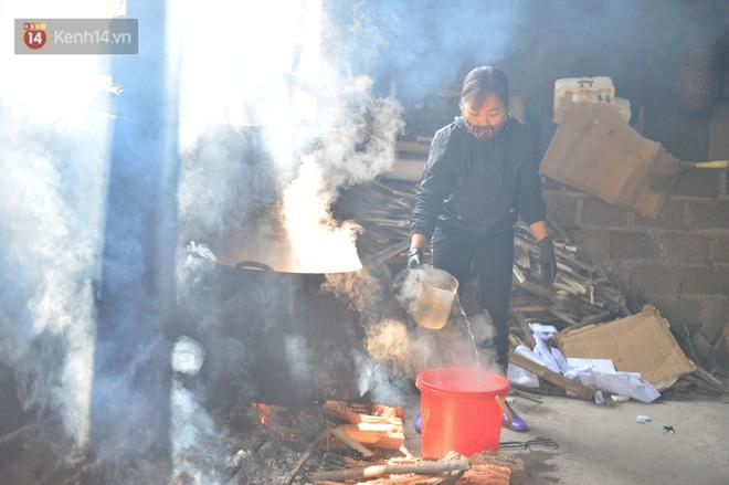 Sự kỳ công của người dân làng Vũ Đại để tạo ra nồi cá kho ngon nức tiếng: Chỉ cần sơ ý vài giây, nồi cá bạc triệu sẽ cháy thành than - ảnh 7