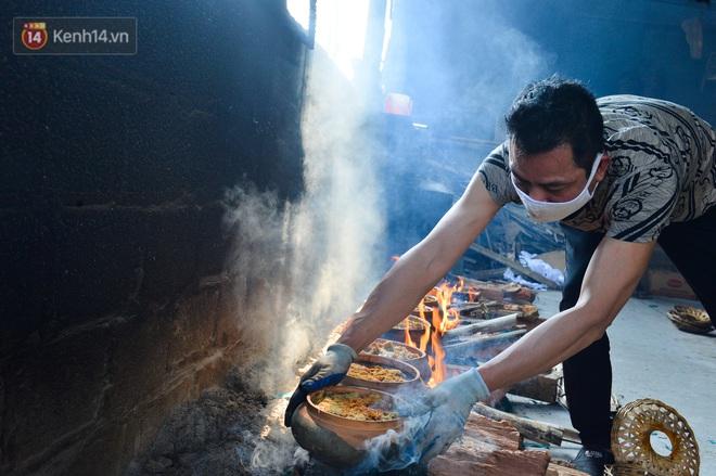 Sự kỳ công của người dân làng Vũ Đại để tạo ra nồi cá kho ngon nức tiếng: Chỉ cần sơ ý vài giây, nồi cá bạc triệu sẽ cháy thành than - ảnh 20