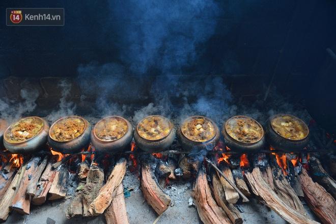 Sự kỳ công của người dân làng Vũ Đại để tạo ra nồi cá kho ngon nức tiếng: Chỉ cần sơ ý vài giây, nồi cá bạc triệu sẽ cháy thành than - ảnh 1