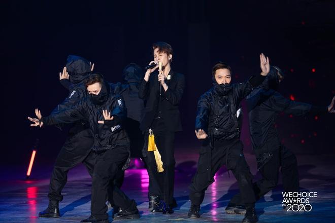 Jack phối mới Hoa Hải Đường, diễn cực sung có ngay sân khấu để đời tại WeChoice Awards 2020! - ảnh 1