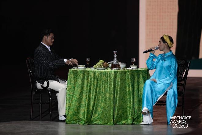 Hiền Hồ và Hoà Minzy đọ giọng đầy thăng hoa, câu chuyện về người thứ ba được đẩy lên cung bậc hoàn toàn mới tại Gala WCA 2020 - ảnh 1