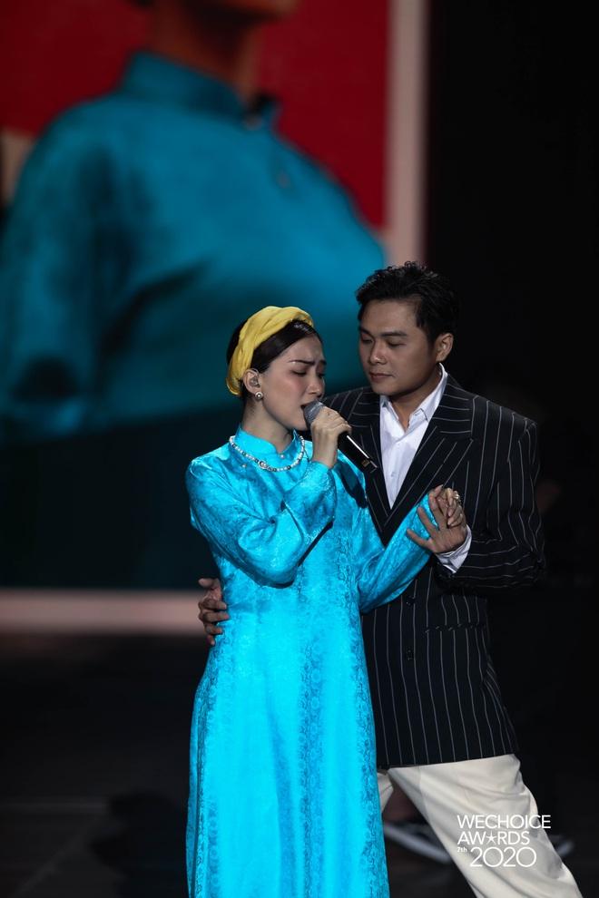 Hiền Hồ và Hoà Minzy đọ giọng đầy thăng hoa, câu chuyện về người thứ ba được đẩy lên cung bậc hoàn toàn mới tại Gala WCA 2020 - ảnh 10